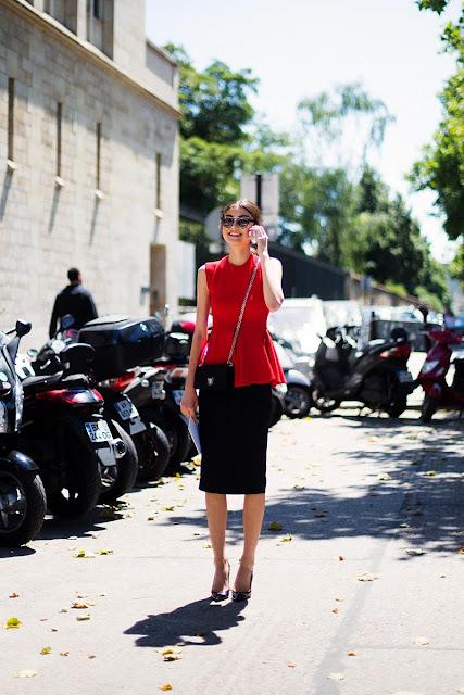Para ir a lo oficina ¿qué me pongo? falda negra y un top de color