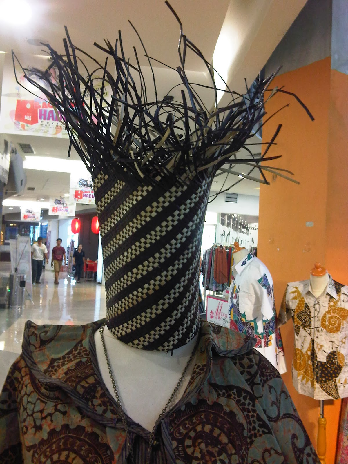 Biasanya anyaman digunakan untuk membuat tas , topi dan lainnya akan ...