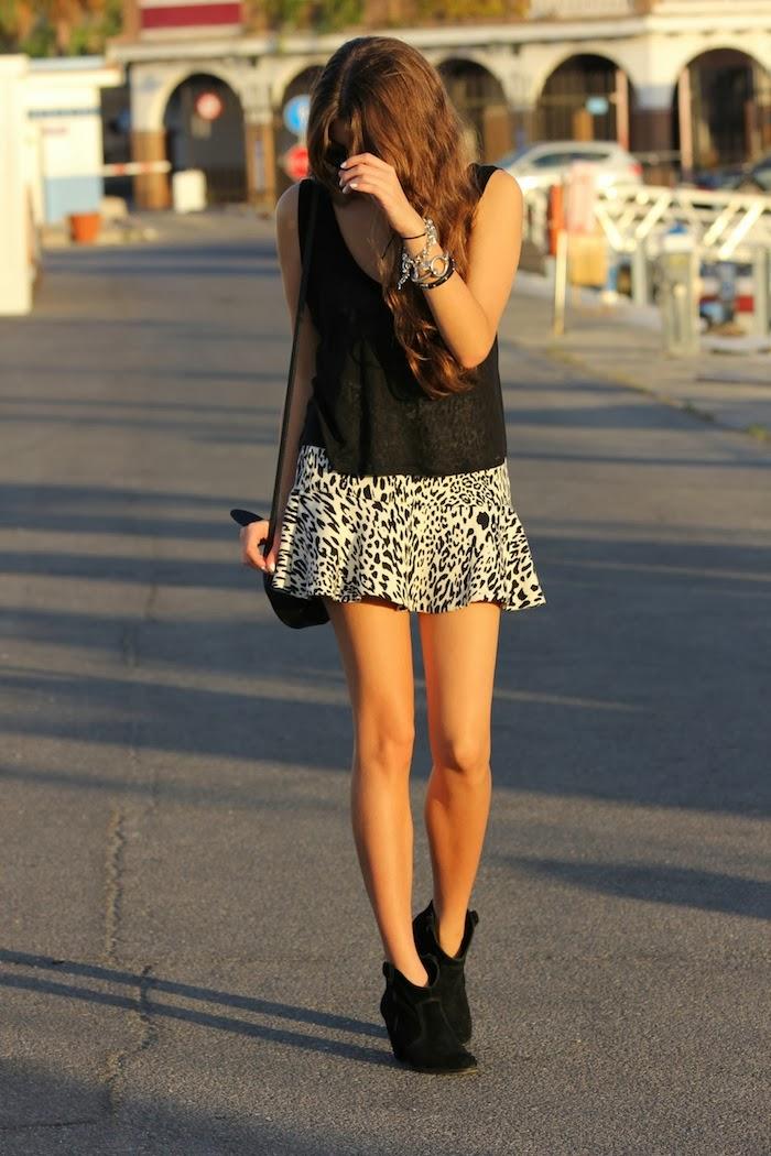 streetstyle_look_style_fashion_moda_outfit_blogger_fashionblogger_leopardo_leopard_skirt_falda_botines_negros_angicupcakes09