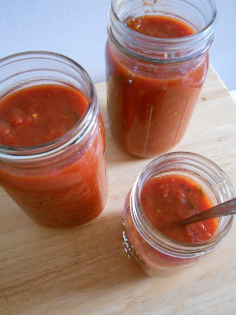 crock pot basil marinara sauce (sweetandsavoryfood.com)