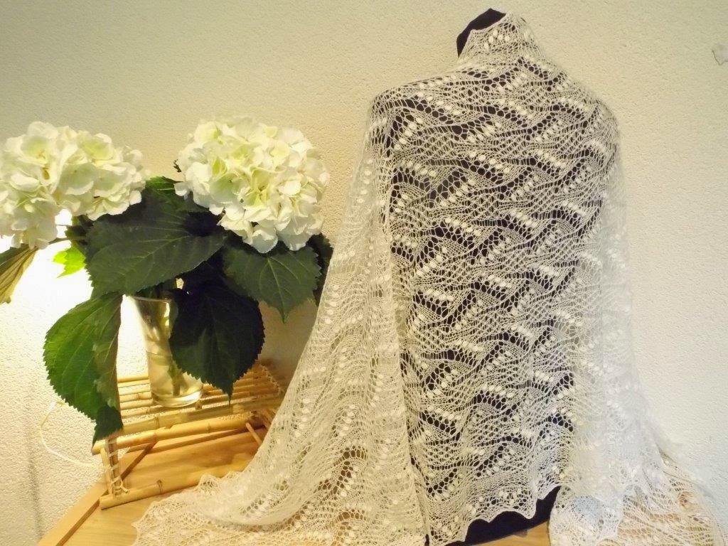 TE KOOP: Lelie van dalen bruidssjaal. 75 x 185.cm