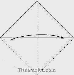 Bước 2: Gấp đôi tờ giấy lại theo chiều từ trái sang phải.