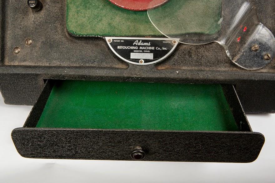 gambar foto Colorado-based Adams Retouching Machine Co