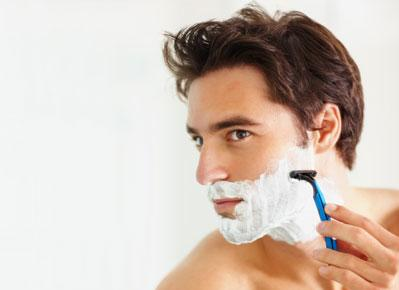 حلاقة الذقن ...المشاكل ونصائح العناية - man shaving