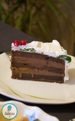 Schokolade, Schokoladensahne, Schichtkuchen, Lagenkuchen, Layercake, Christmas, X-Mas, Weihnachten, Weihnachtstorte, Weihnachtskuchen, Lebkuchen, Gingerbread, Toffee, Karamell, Caramel, Johannisbeeren, Minze, Torte, Rezept, Thermomix