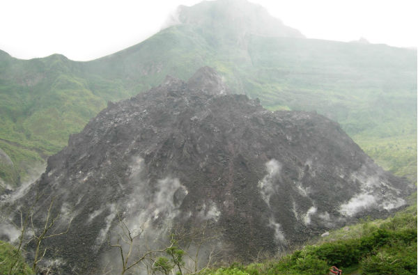 ertumbuhan kubah lava itu kemudian berhenti pada ketinggian 250 ...