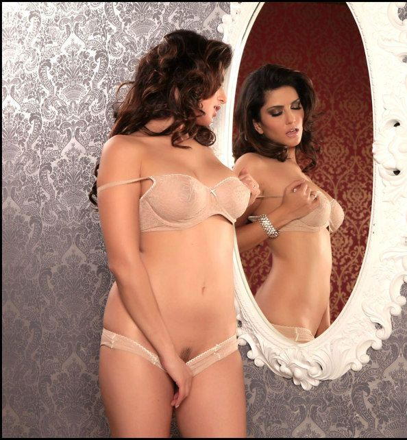 Sunny Leone Hot In nude picsPhotos