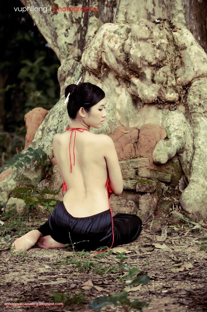 Thiếu nữ duyên dáng với áo yếm xưa 27