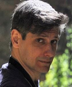 """Davide Camparsi è uno dei due autori che verranno pubblicati in """"I racconti del Purgatory Lounge""""."""