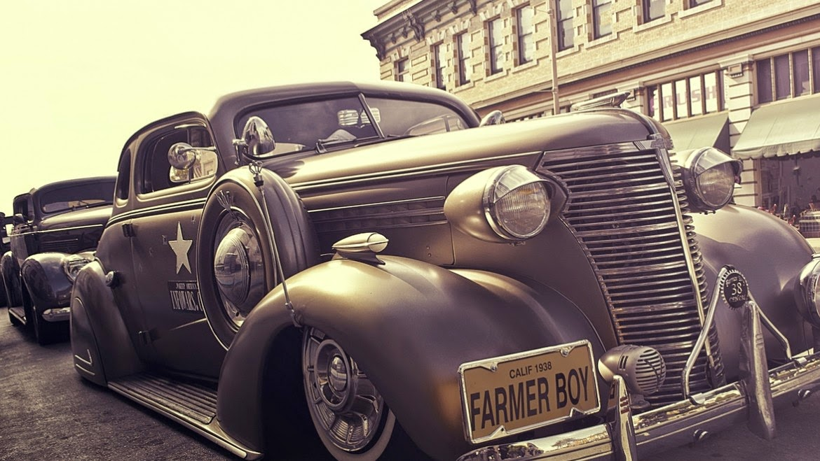 Gabe Rodriguez Loves Photographing OldTimers
