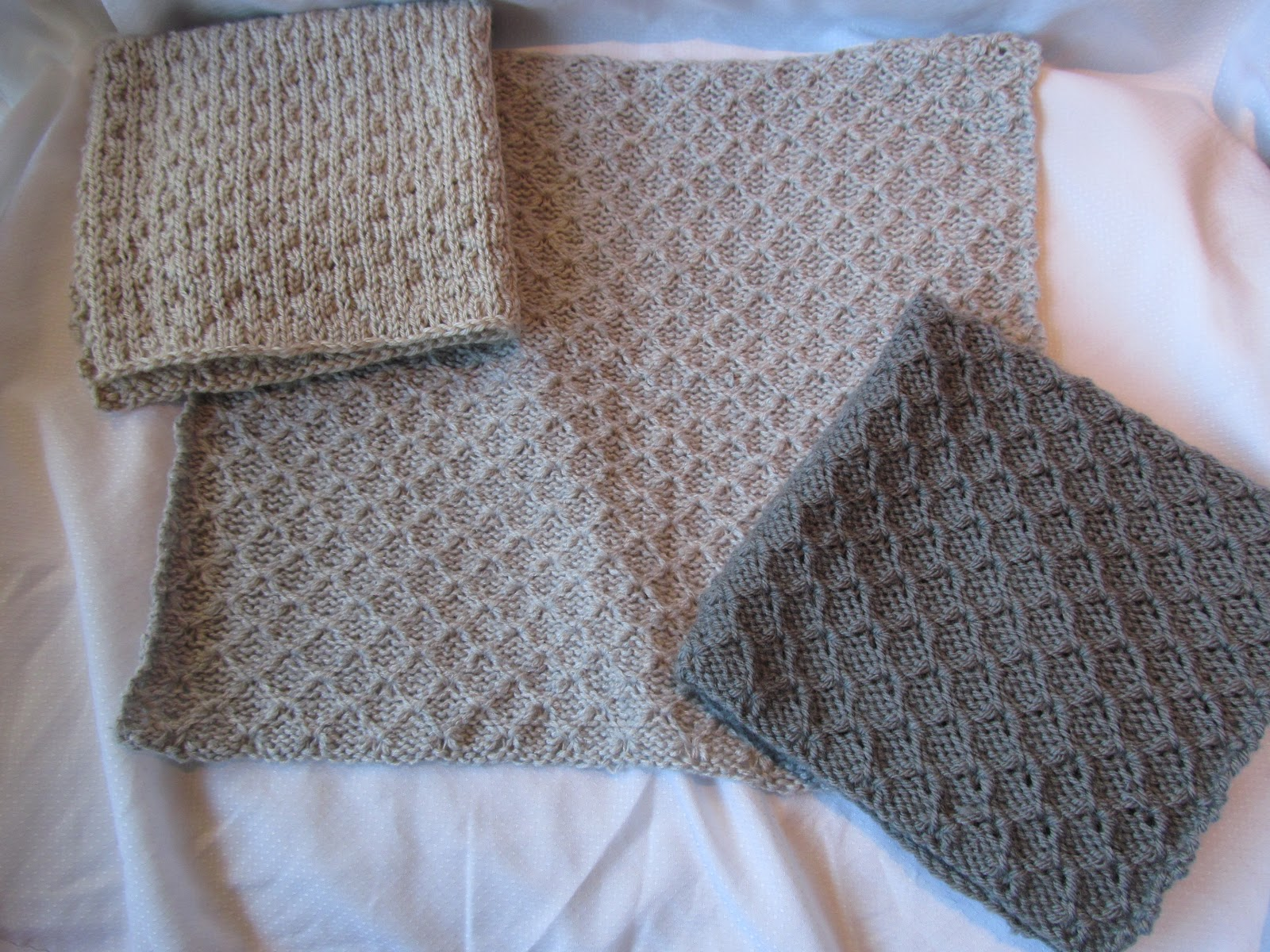 Knotty Knits and Naughty Kids: Itty Bitty Blankets
