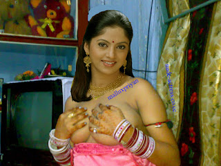 Actress NATHIYA nude boobs collections