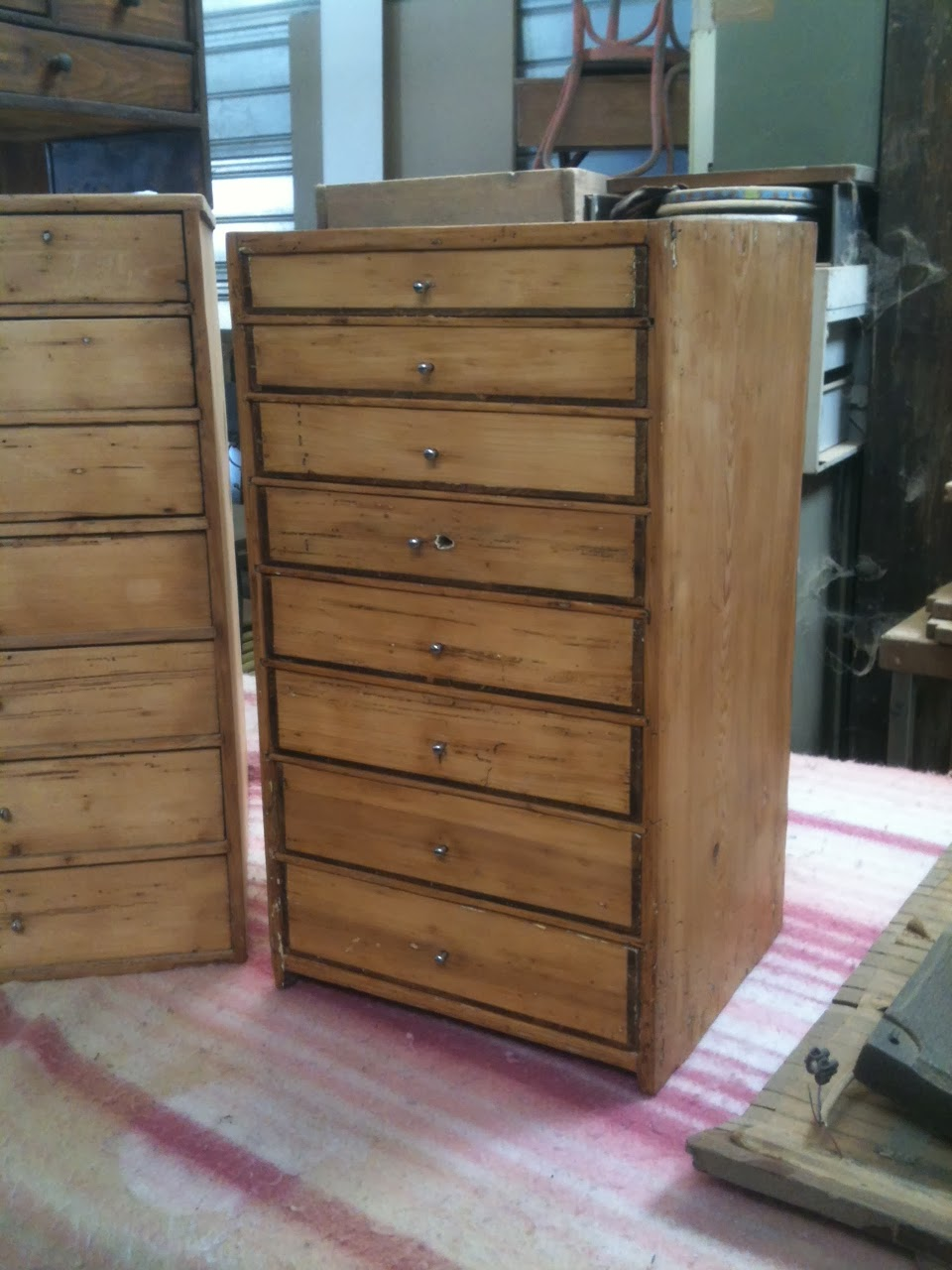 L 39 atelier thibauld watripont meubles de m tier for Chez brick meuble quebec