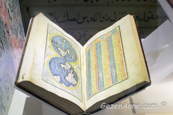 Hatay Arkeoloji Müzesi'ndeki el yazması bir kitap