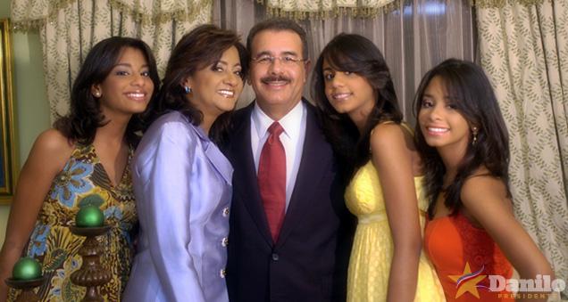 Electo presidente Danilo Medina felicita a los padres en su día