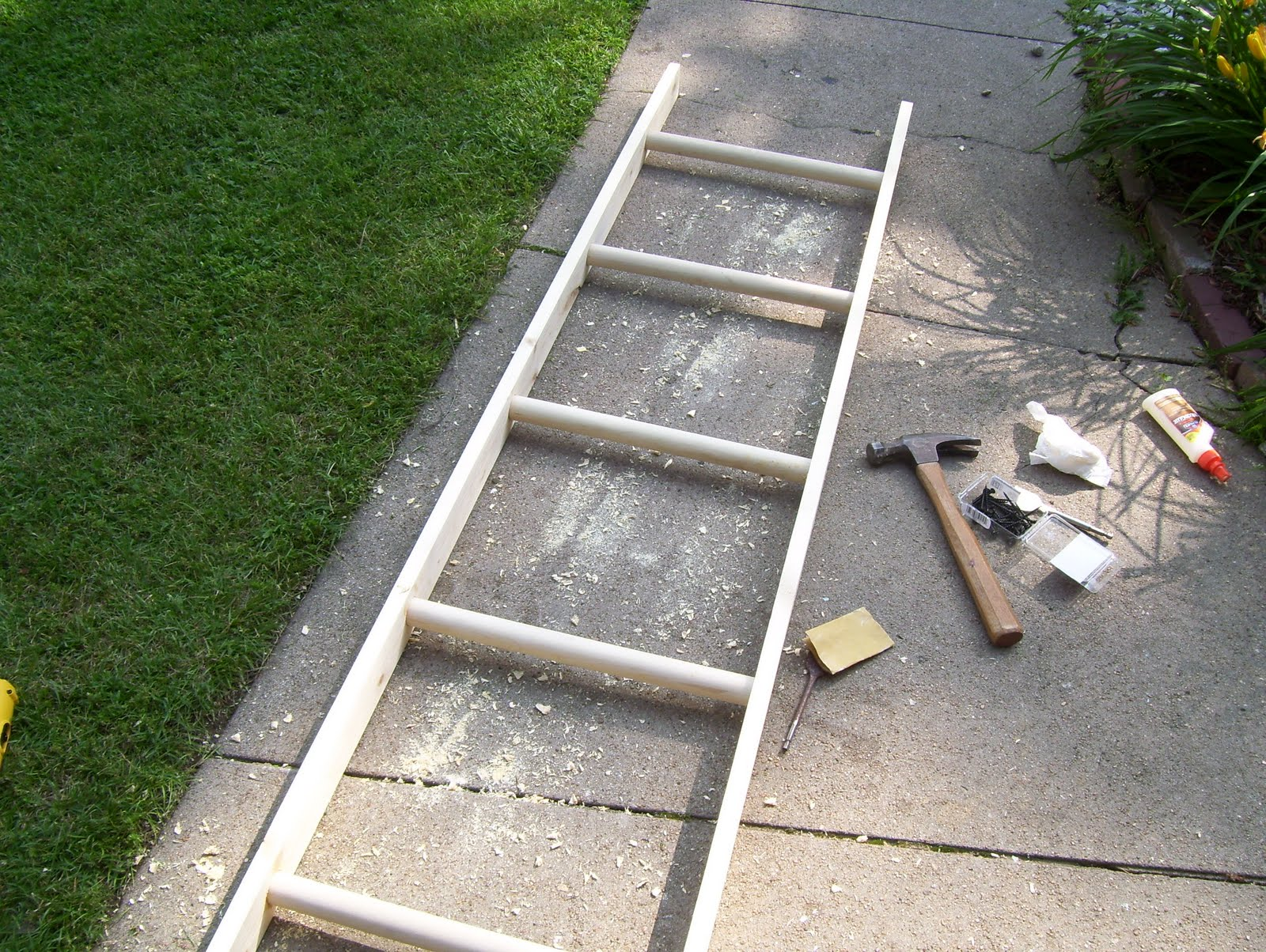 Make Old Wood Ladder – Furnitureplans. Full resolution  snapshot, nominally Width 1600 Height 1204 pixels, snapshot with #435E2C.