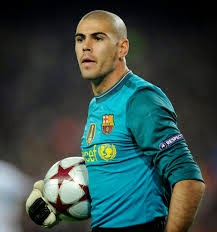 Man United Ikat Penjaga Gol Barca Victor Valdes