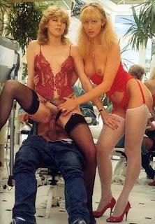 Twerking blondes - rs-11-780214.jpg