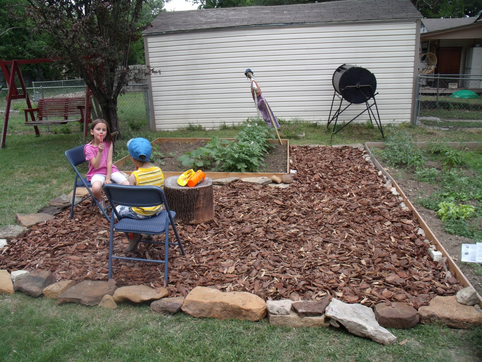 Backyard makeover on a budget one mama 39 s daily drama for Garden makeover on a budget