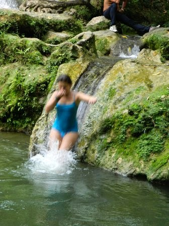 Canales naturales para saltar al la piscina natural del rio San Juan