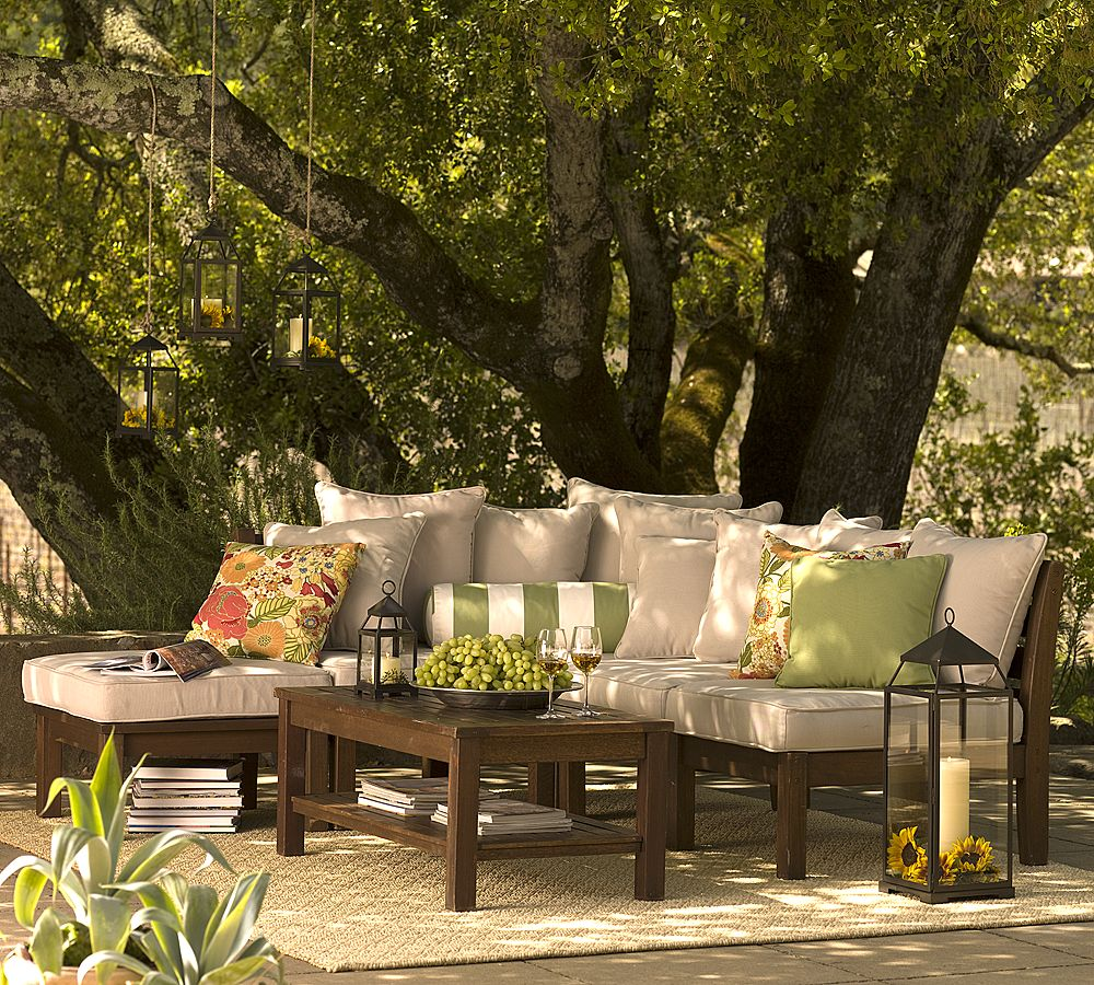 Hanging outdoor candle lanterns for patio - Lanterns Hung From Trees And Standing Next To Seating And On Tables Works Well In Traditional Settings