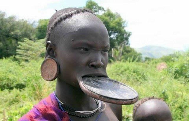 девушки из африканских племён