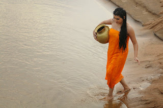 Archana Taking Bath in movie Kamalath Naa Prayanam movie Spicy Stills