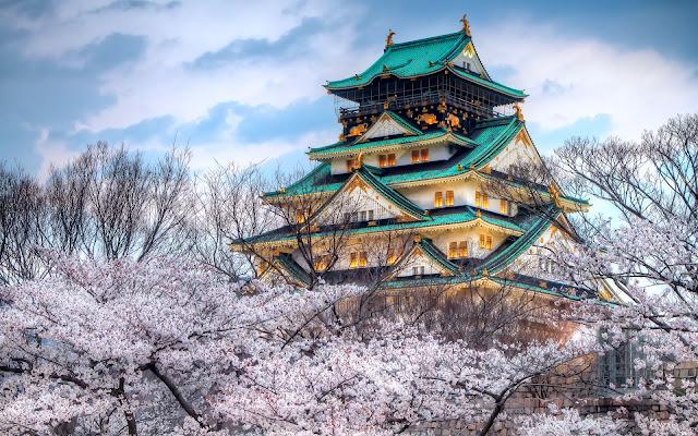Fondos de Ciudades Templo Japones y Cerezos en Primavera