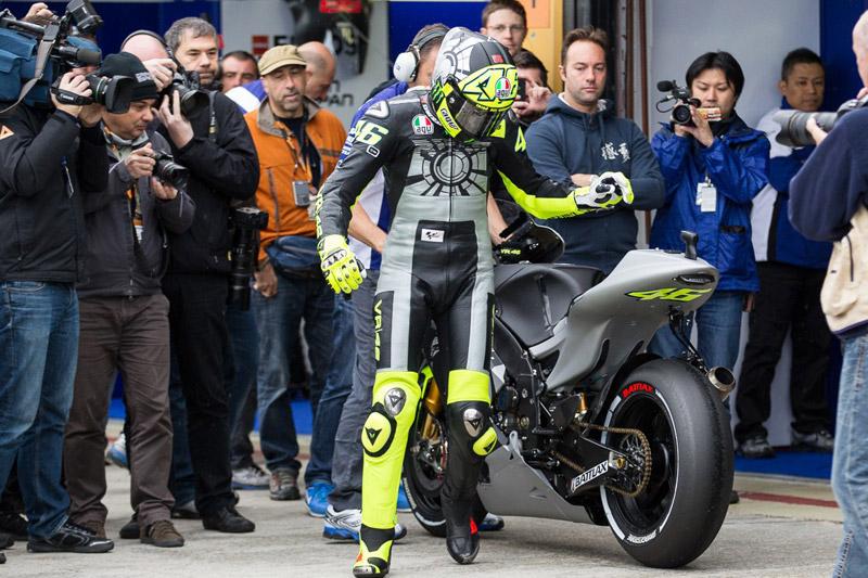Foto Video Valentino Rossi Test Drive Yamaha YZR M1 2013