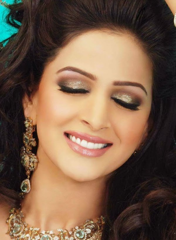 http://www.funmag.org/pictures-mag/pakistani-celebrities/stunning-pakistani-actress-and-model-saba-qamar-photos/