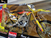 IN STOCK Die-cast 1/6 Scale Suzuki Ryan Dungey RM-Z450 Dirt Bike / Scrambler / Race Bike