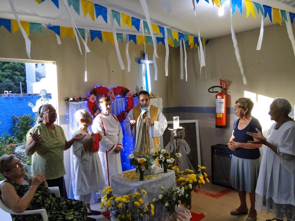 http://armaduradcristao.blogspot.com.br/2014/06/coroacao-de-nossa-senhora-na-casa-da.html