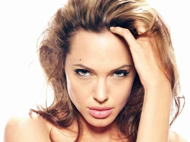 Анджелина Джоли губы