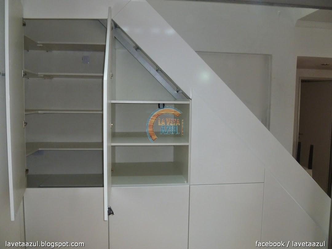 La veta azul mueble bajo escalera laqueado en blanco semi for Mueble bajo escalera