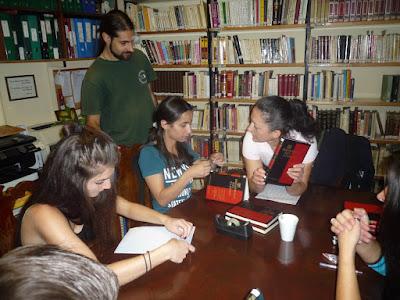 ΝΕΑ ΑΚΡΟΠΟΛΗ: Αθήνα: Σεμινάριο βιβλιοδεσίας «Θεράπευσε ένα παλιό βιβλίο»
