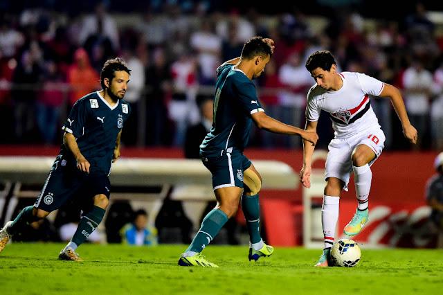 Último duelo entre as equipes terminou em domínio são-paulino por 3 a 0 no Morumbi (Foto: Sergio Barzaghi/Gazeta Press)