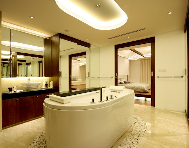 Picture of the bathtub in the luxury bathroom