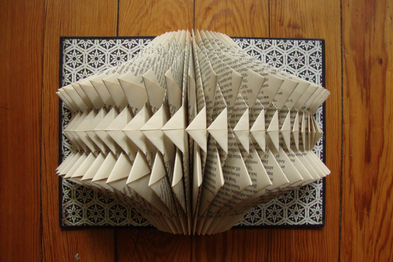 folded paper book reports A triarama, or pyramid diorama, is an easy, hands-on, 3d project for homeschool narration, unit studies, or book reports learn how to make a triarama with these easy.