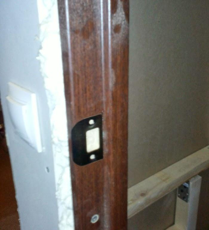 Вырез пазов под дверную ручку