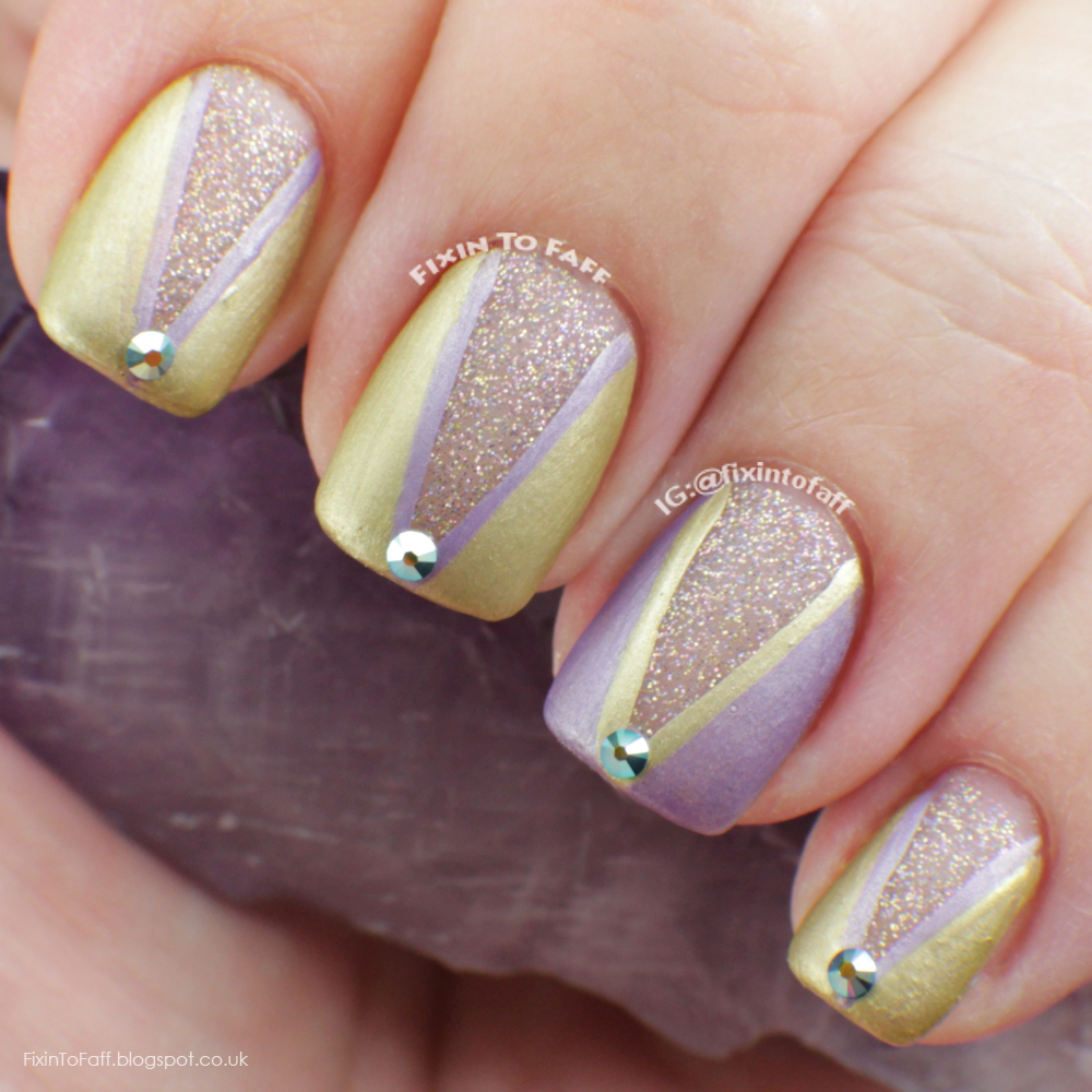 V-shape lined glitter base nail art.