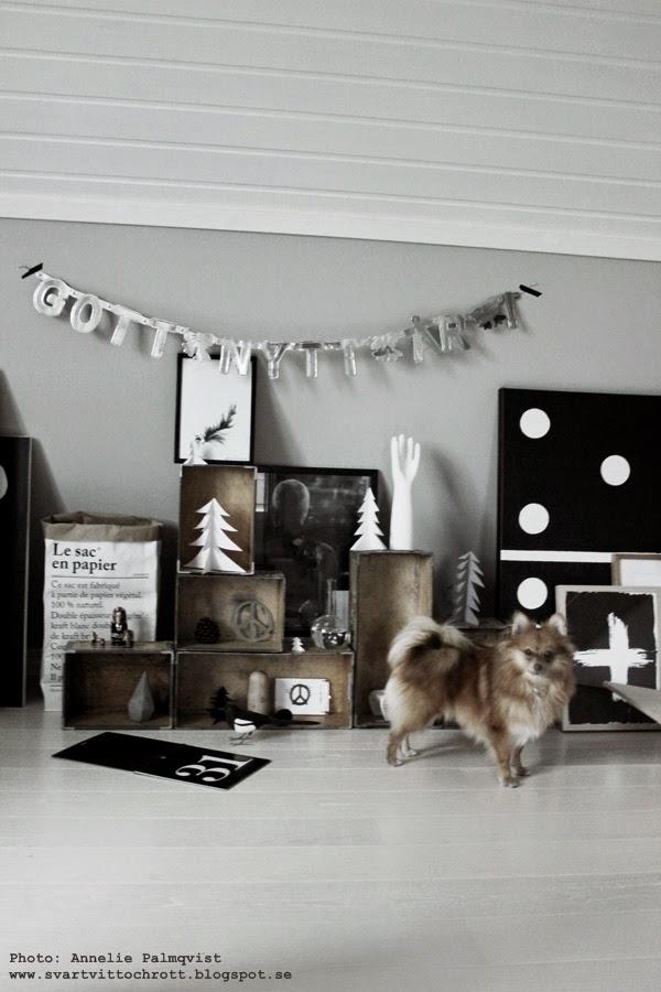 konsttryck, tavlor, svartvit, tavla, svart och vitt, svartvita detaljer i arbetsrummet, girlang, 2015, nytt år, nyårsafton,