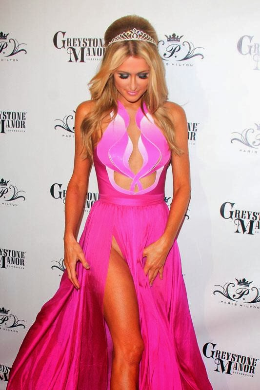 Paris Hilton dress without panties (PHOTOS)