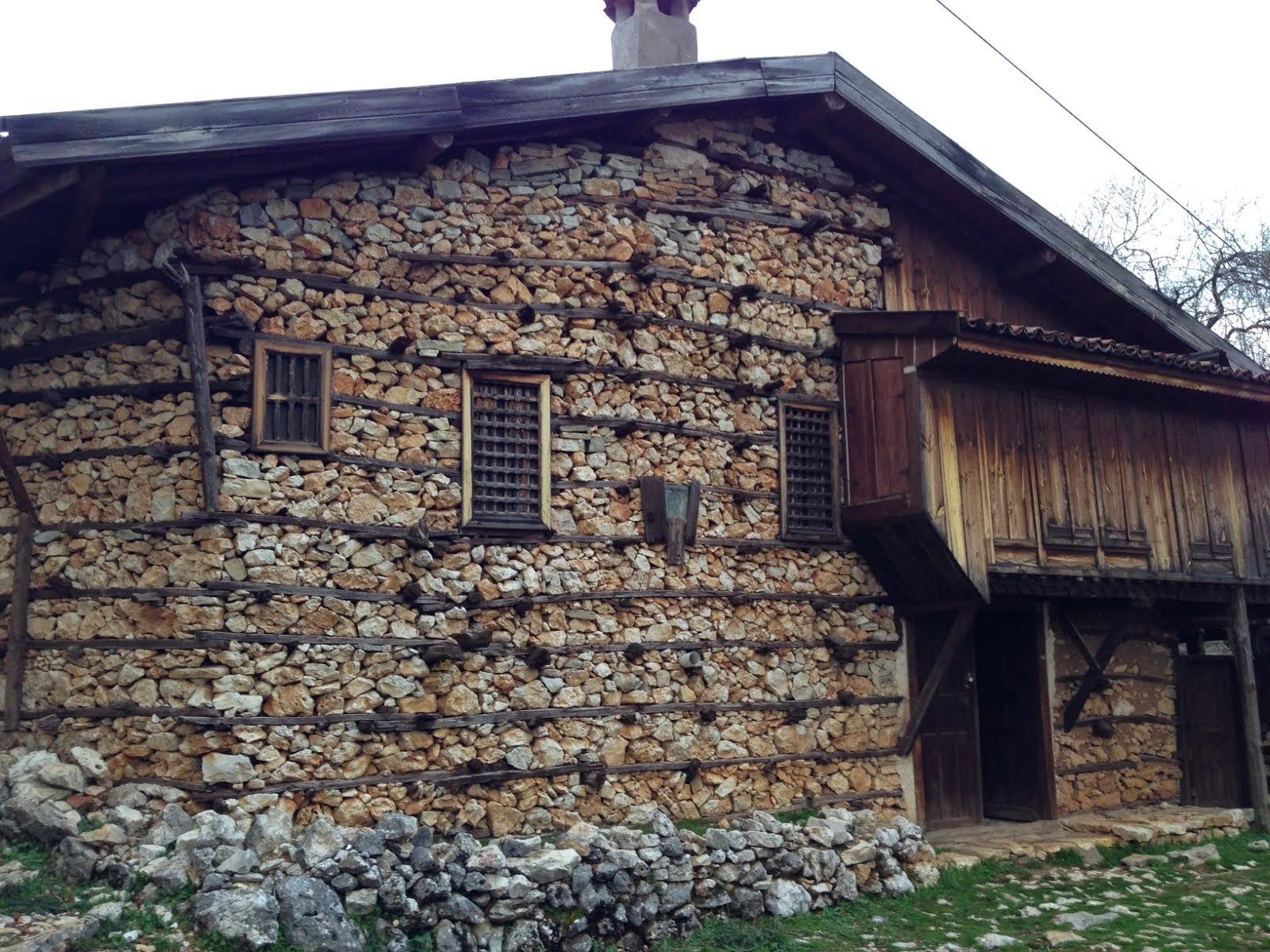 İbradı Düğmeli Ev