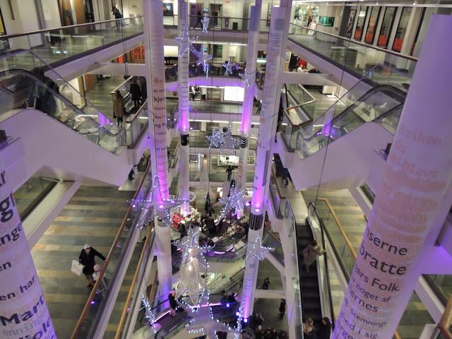 Christmas shopping in Galleriet, Bergen