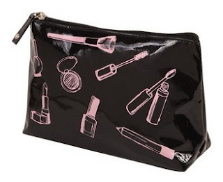 forever+21+makeup+bag+4 Last Minute Holiday Gifts For Beauty Lovers