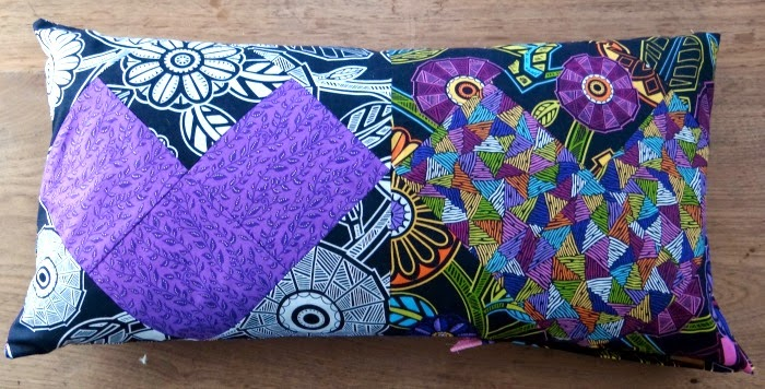 http://www.patchworkposse.com/2015/01/bolster-pillow-cover-for-valentines/