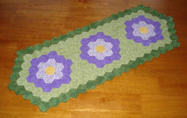 Charmpacksplus Blog Grandmother 39 S Flower Garden Table Runner