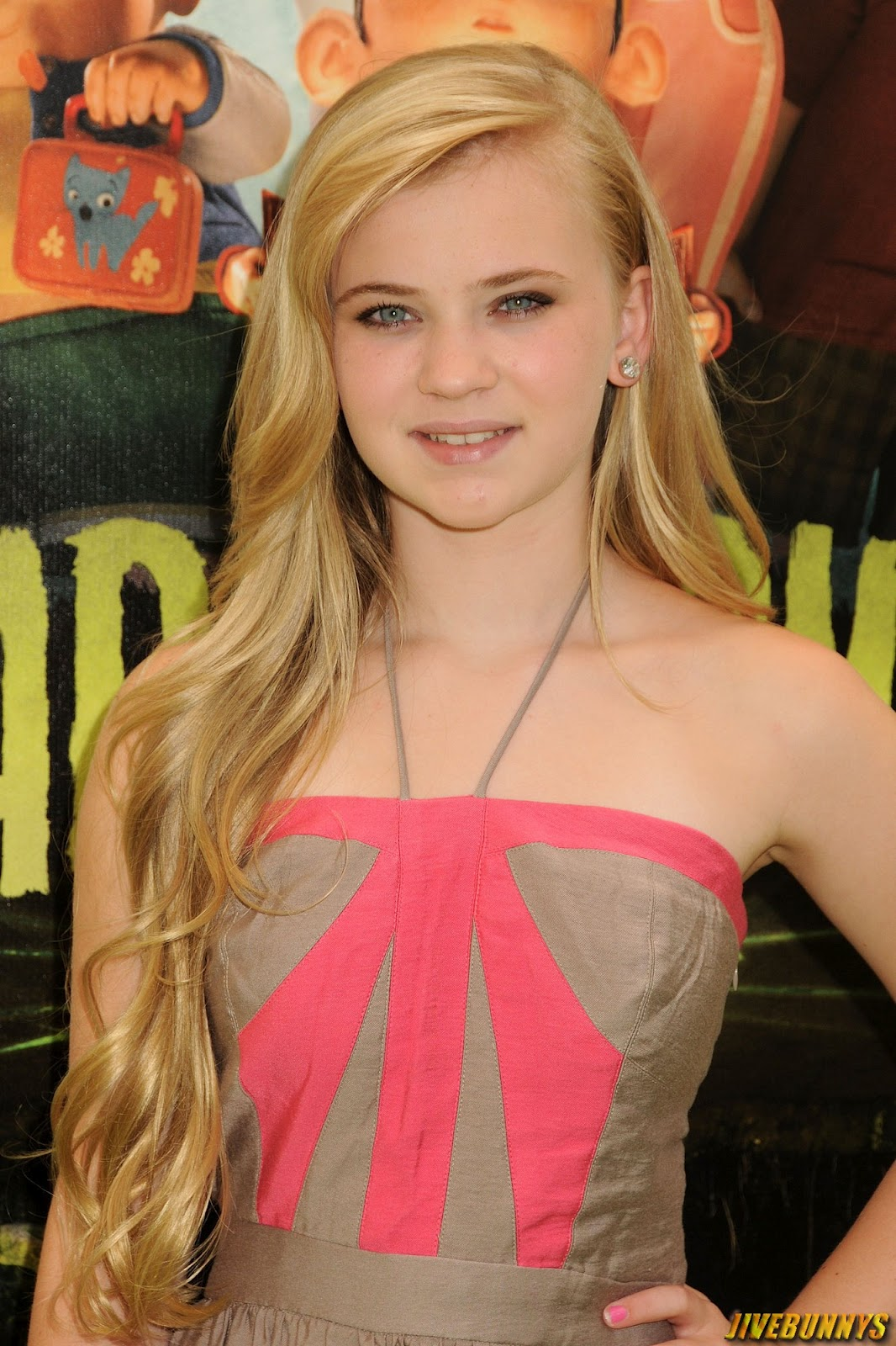 Sierra McCormick Ant Farm Actress Photos Gallery 1Sierra Mccormick Pool