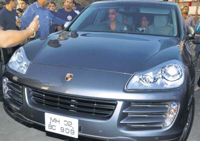 photo of Akshay Kumar Porsche Cayenne - car