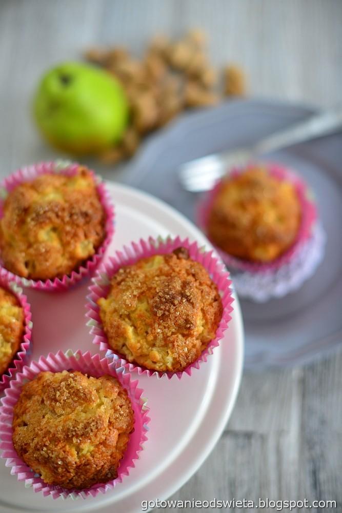 Muffinki z gruszką i imbirem aromatyczne